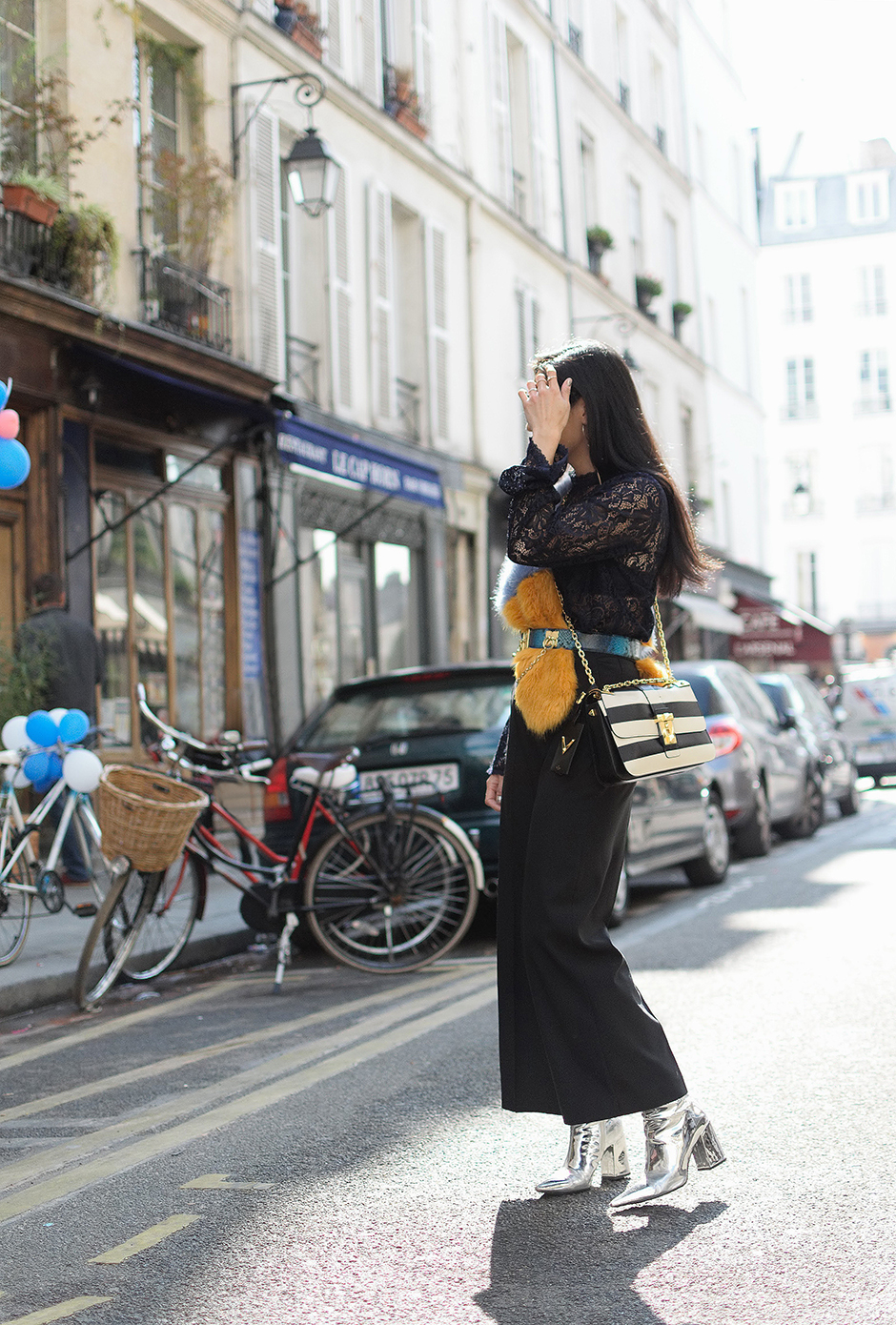 #streetstyle #outfit #pfw #pfw17 #ss18 #paris #fashionweek #runwayshow #trends #fashion #dresses #fashionblog #blogger #blog #fashionblogger #trends #fashiontrend #styleblog
