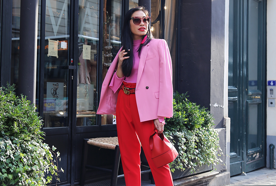Street Style Red Pink Trend #streetstyle #outfit #pfw #pfw17 #ss18 #paris #fashionweek #runwayshow #trends #fashion #dresses #fashionblog #blogger #blog #fashionblogger #trends #fashiontrend #styleblog