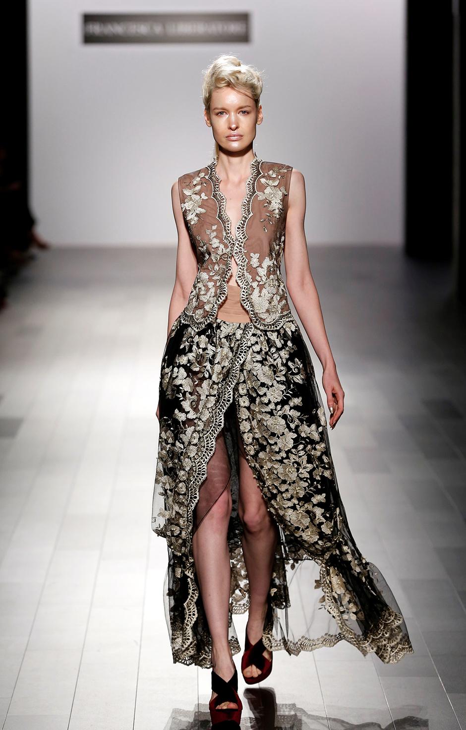 #franancescalibertore #nyfw #nyfwdesigner #nyfw17 #ss18 #newyork #fashionweek #runwayshow #trends #fashion #dresses #fashionblog #styleblog #blogger #blog #fashionblogger #trends #lacedress #fashiontrends