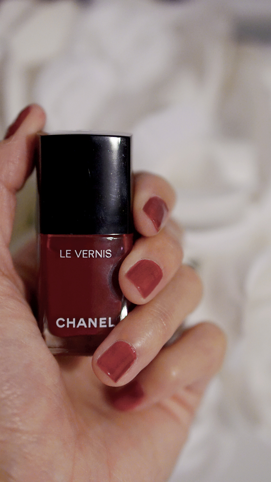 Chanel Beauty Day to Night Look Classic Red Nail Polish #ad #chanel #chanelpartner #chanelbeauty #blogger #fashionblogger #styleblogger #streetstyle #beautyvanity #beautytable #beautyproducts #makeuptips #holidays #party #redlips