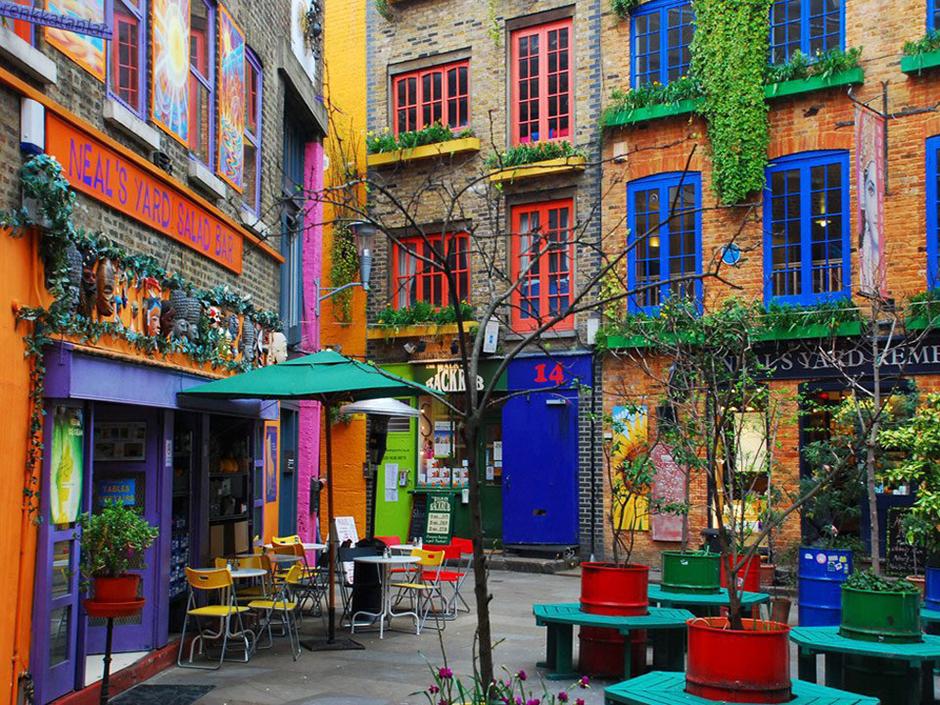 London's Most Instagrammable Photogenic Spots #fashionblog #blogger #travel #london #londoncity #instagrammable #prettylondonspots #londoncity #londoncafes #londonlife