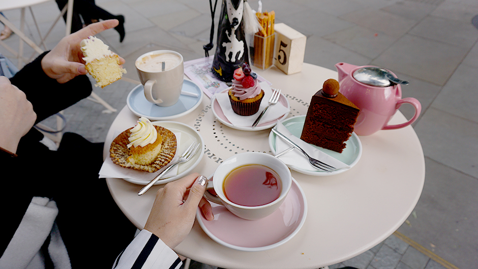 Londond's Most Instagrammable Photogenic Spots #fashionblog #blogger #travel #london #londoncity #instagrammable #prettylondonspots #londoncity #londoncafes #londonlife #londondesserts #desserts