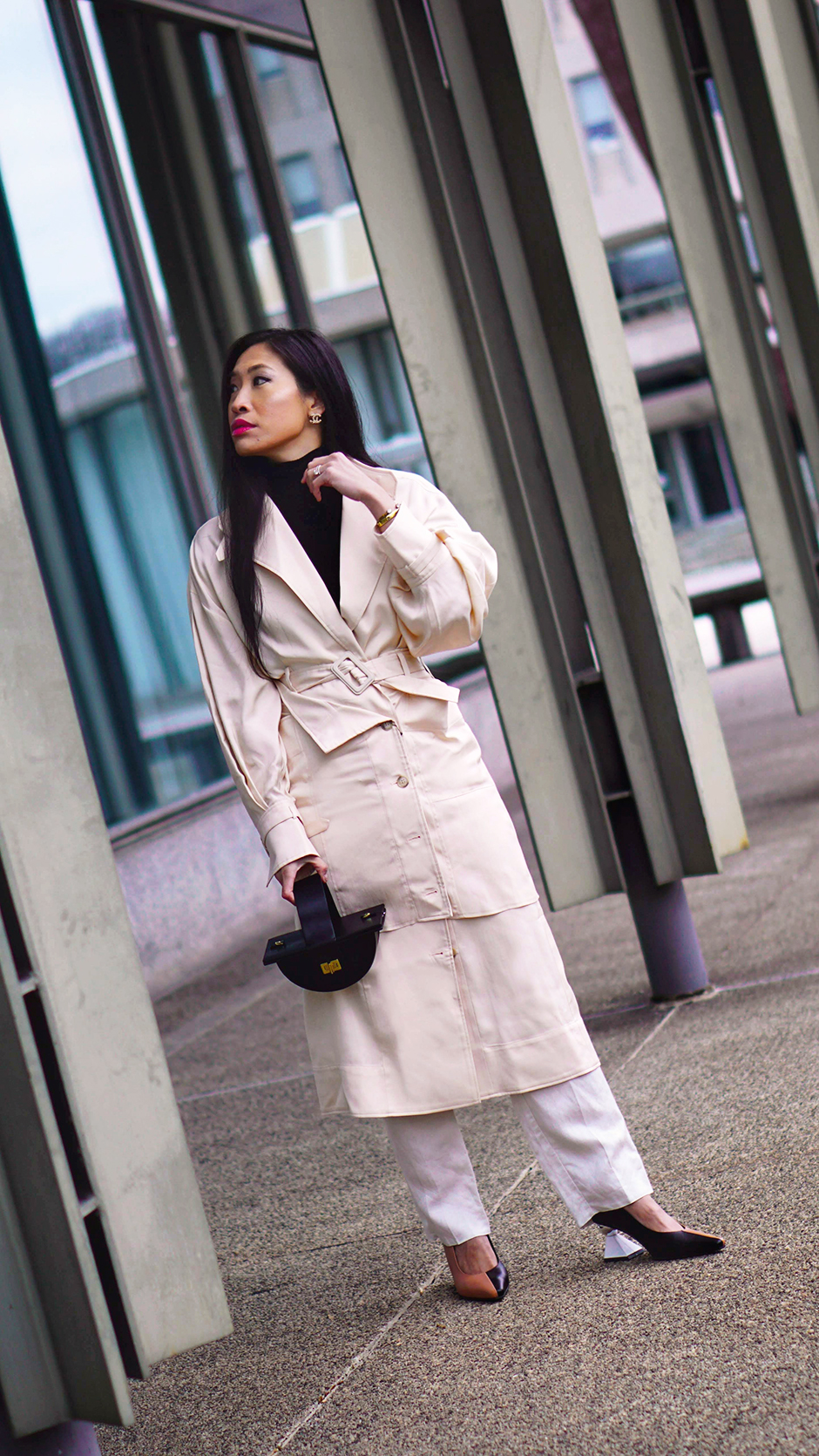 Jacquemus_Trench_Coat_Trend_Fashion_Paris_French_Fashion_Outfit_Inspiration_Street_Style_The_Sant_Yuul_Yie
