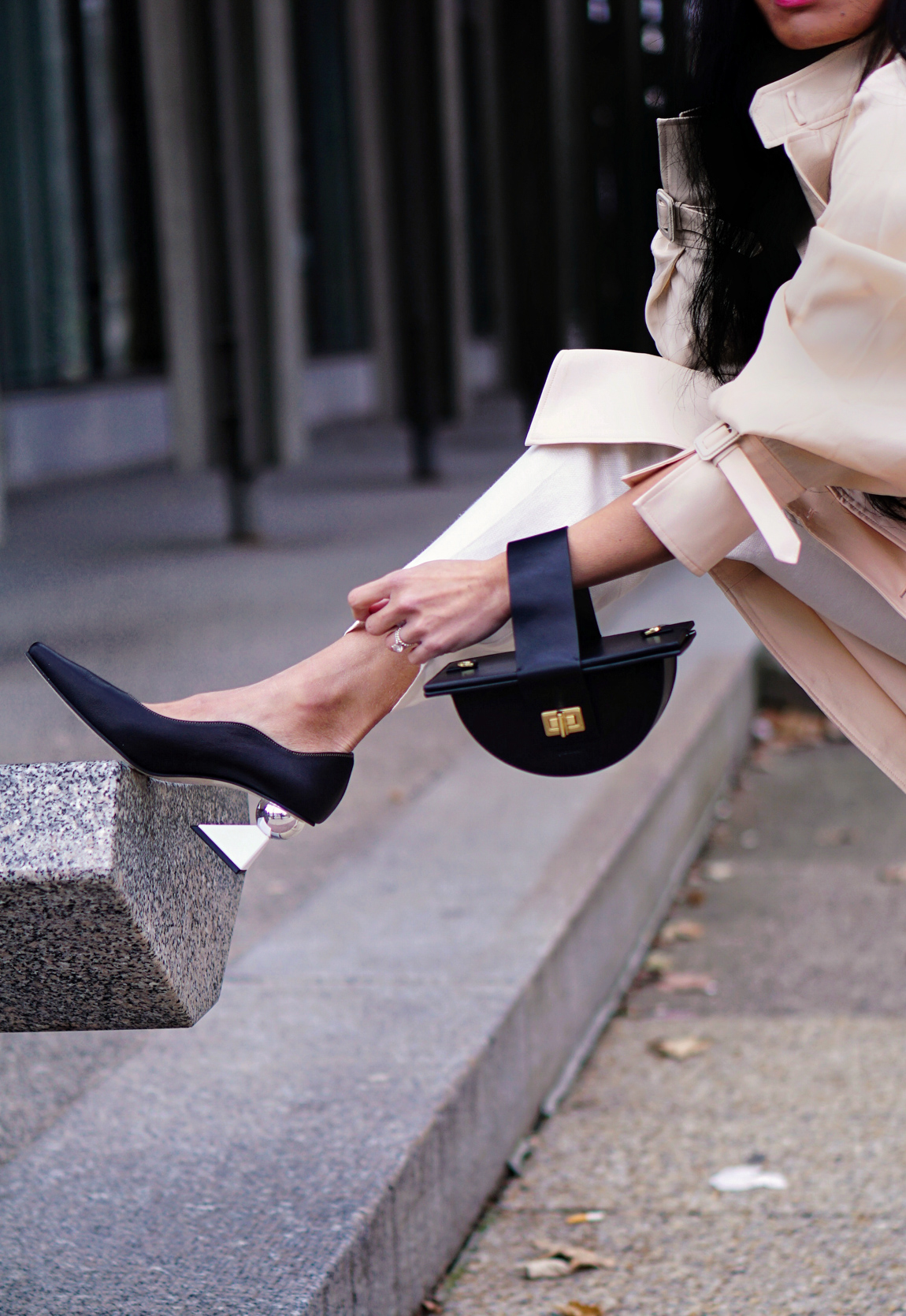 Jacquemus_Coat_The_Sant_Bag_Yuul_Yie_Heels_Street_Style_Paris_Fashion_Week